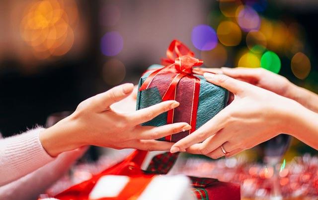 Ý nghĩa của những món quà tặng cho mẹ chồng