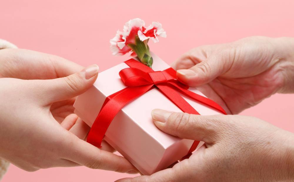 ý nghĩa những món quà tặng mẹ